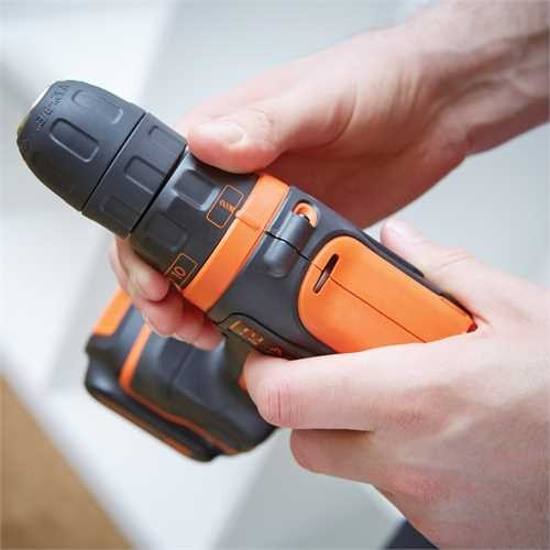 Black and Decker - 108V LiIon kompakt borrmaskinskruvdragare med vska - BDCDD12KB